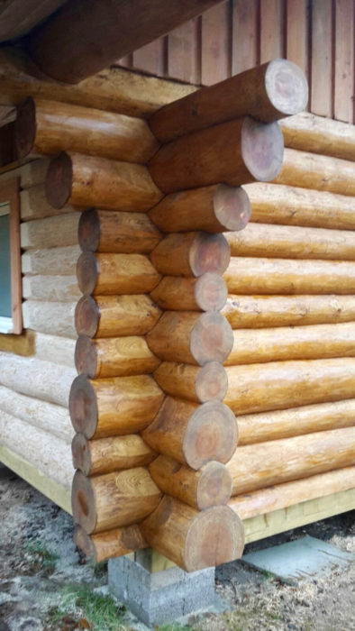 Canadian log cabin fishing hut build