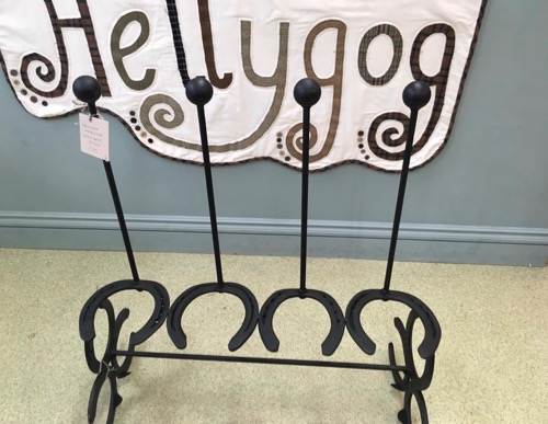Hellygog horse shoe welly rack (1)