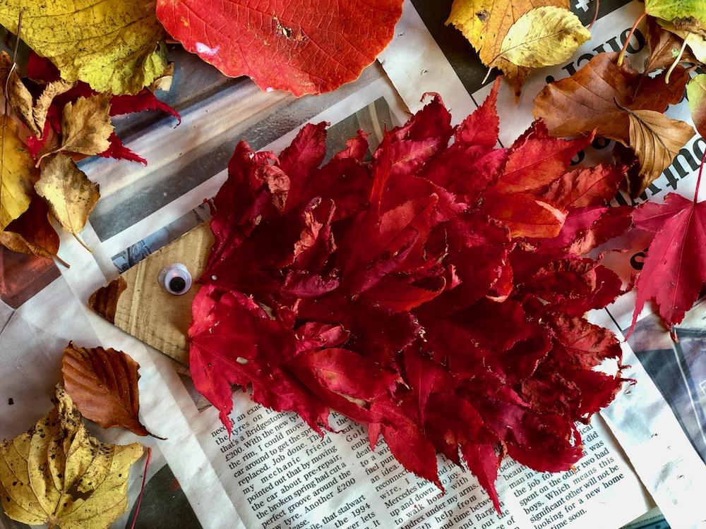 autumn craft leaf hedgehog